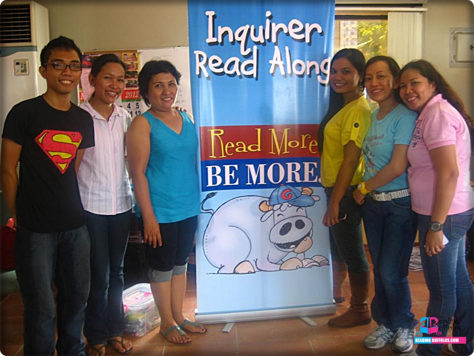 Teachers Michelle and Merinisa Olvido (second and third from left) during the Inquirer Read-along session in Minglanilla, Cebu, Philippines held last May 2012.