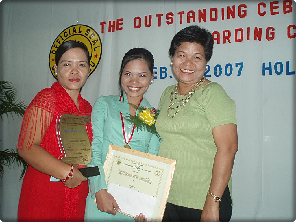Madame Hermosa (in green blouse) during the 2007 Outstanding Cebuano Youth Leaders awarding ceremony.